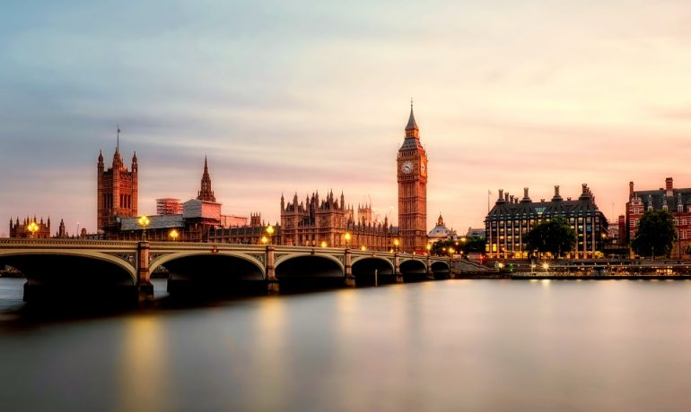 ECAA ile İngiltere'ye gelince – Yazar Semih Arsan